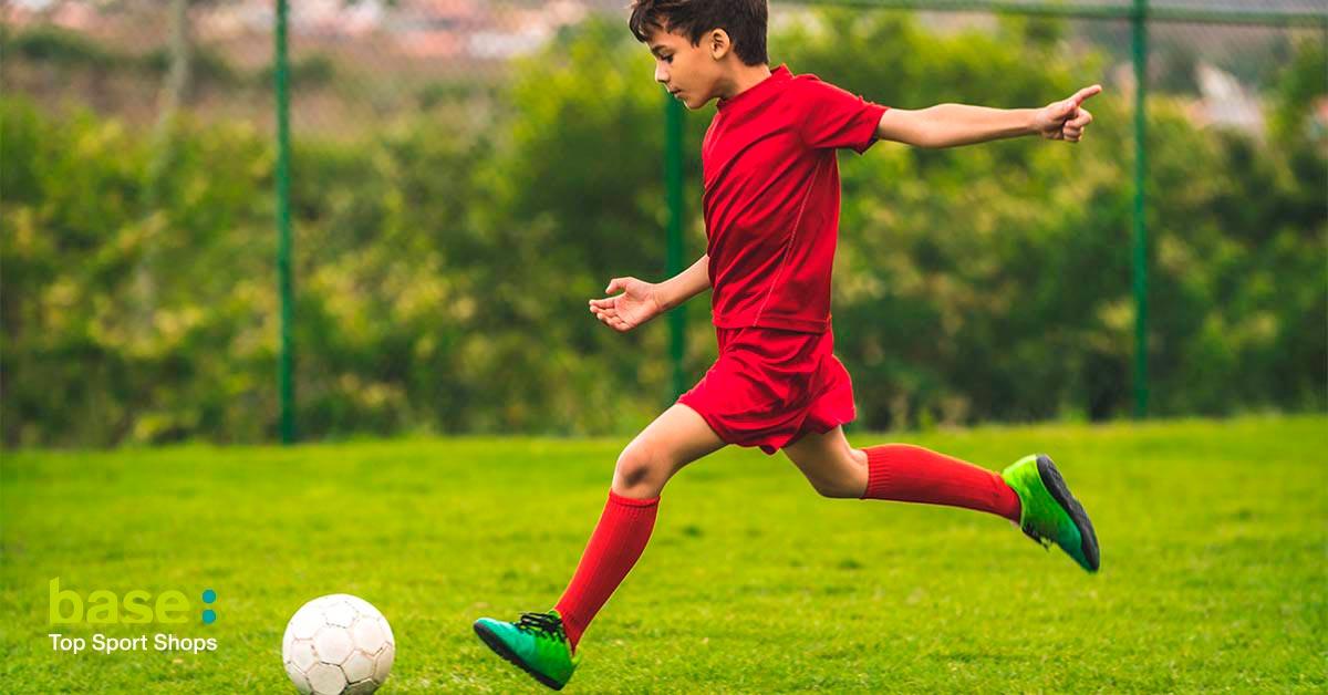 Beneficios de jugar a fútbol en niños y adolescentes