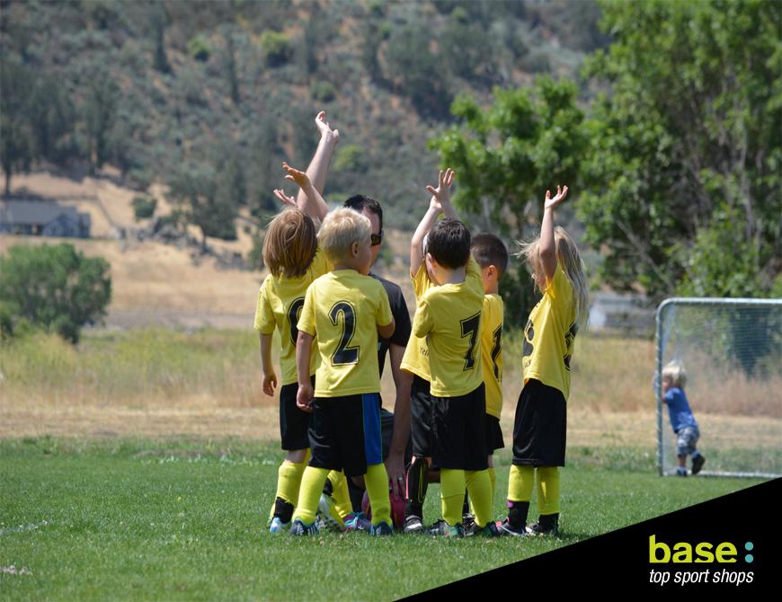 Beneficios De Jugar A Futbol En Ninos Y Adolescentes Movimieno Base
