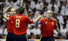 Spain's Alvaro (L) celebretes with teamm